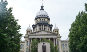 Illinois state capitol summer 300x180 AboQYB