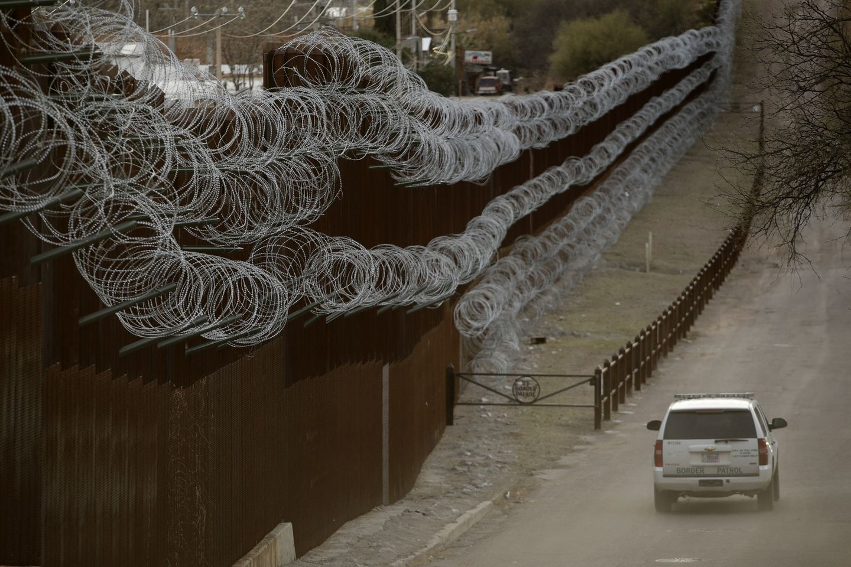 Border Agent Dies 04957.jpg a7bac s1440x960 oitUdd